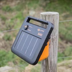 Electrificateur/poste de clôture Gallagher solaire S40 avec batterie (6V - 0,4J) Electrificateurs énergie solaire